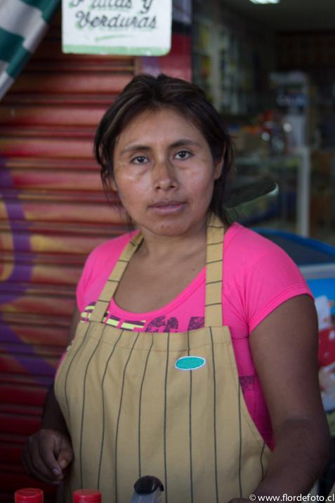 Raquel Guáquira. Peruana. Trabaja en la Feria vendiendo especies y aliños. Lleva 14 años viviendo en Chile.